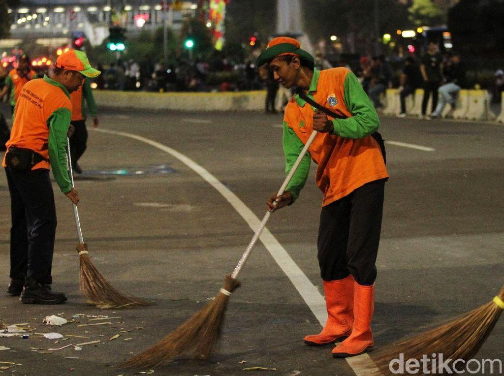 Pemprov DKI Terjunkan 7.000 Petugas Kebersihan Saat Malam Tahun Baru