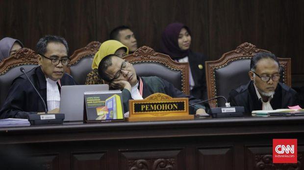 Sidang Perselisihan Hasil Pemilihan Umum (PHPU) Presiden dan Wakil Presiden 2019 di Gedung Mahkamah Konstitusi, Jakarta, Kamis (27/6/2019). Sidang tersebut beragendakan pembacaan putusan oleh majelis hakim MK. (CNN Indonesia/Adhi Wicaksono)