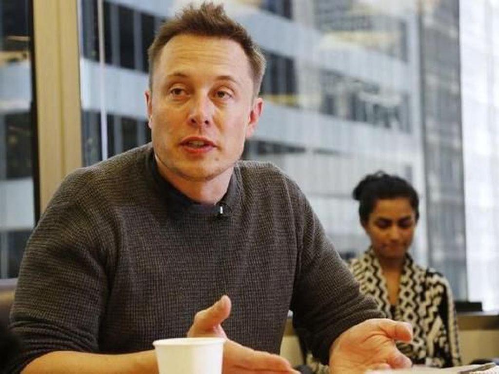 Elon Musk Jawab Alasan Tesla Investasi di Bitcoin, Bukan Dogecoin