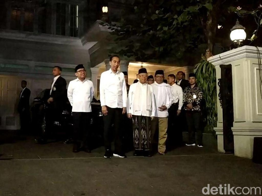Semobil, Jokowi-Maruf Meluncur ke Bandara Halim
