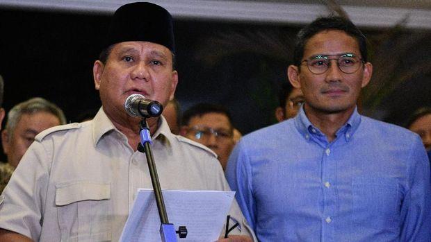 Rangkaian Presiden dan Wakil Presiden Nomor 02 Probo Subianto dan Calon Santiago Uno menyampaikan siaran pers terkait putusan Mahkamah Konstitusi terkait hasil Pemilihan Presiden (PHPU) 2019 di Jakarta, Kamis (27/6/2019).  Di antara foto / Sikit Kurnian / aww.