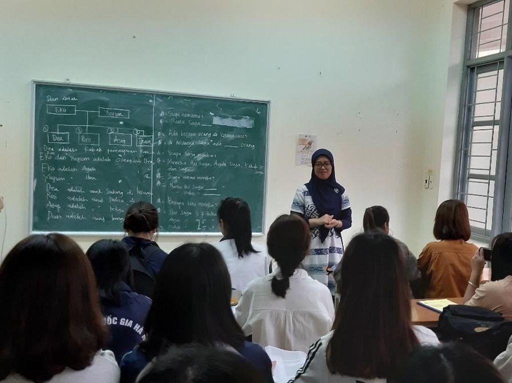 Cerita Siti Nurfitriani Jadi Pengajar Bahasa Indonesia di Vietnam