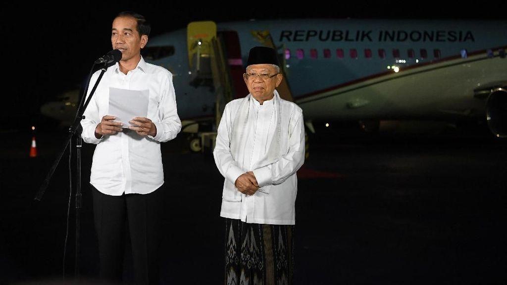 Saat Jokowi-Maruf Respons Putusan MK di Depan Pesawat Kepresidenan