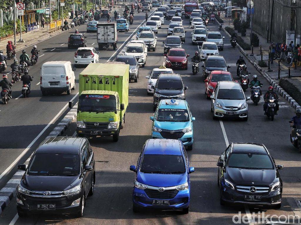 Mobil Pribadi Dibatasi, Tak Hentikan Orang Pilih Mobil