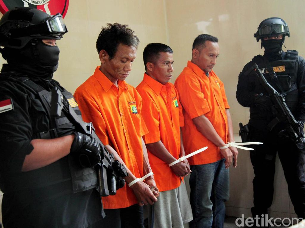 Komplotan Ranmor Berkedok TNI Gadungan Diciduk Polisi