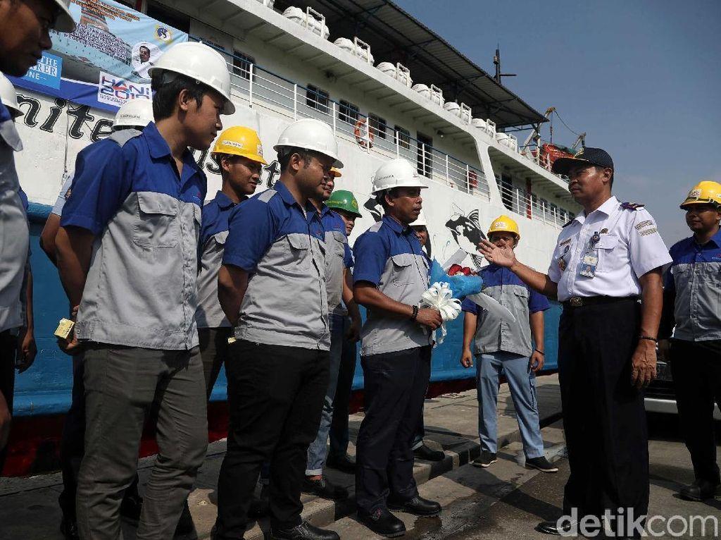 Peringati Hari Pelaut, Kepala Kesyahbandaran Tanjung Priok Sapa ABK