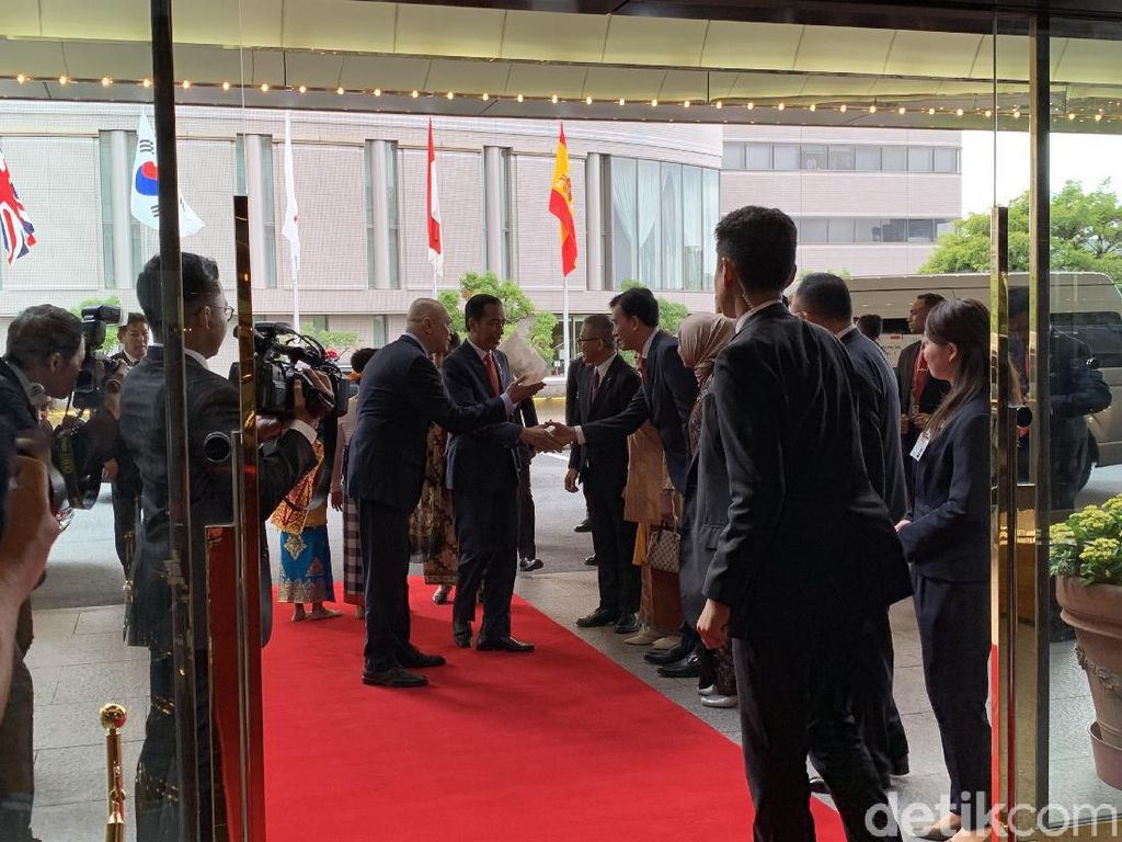 Tiba di Osaka, Jokowi Siap Bertemu Pemimpin Negara G20