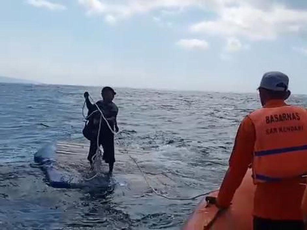 Kapal Bermuatan 10 Ton BMM Terbalik, 3 ABK Dievakuasi