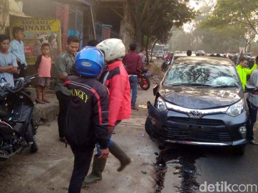 Mobil Lawan Arah Picu Tabrakan Beruntun, Polisi: Cuma Kerugian Materi