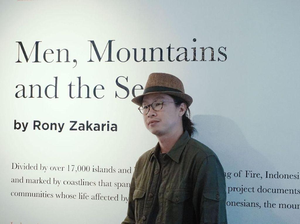 Jepretan 16 Gunung Berapi Aktif Rony Zakaria Dipajang di Jakarta