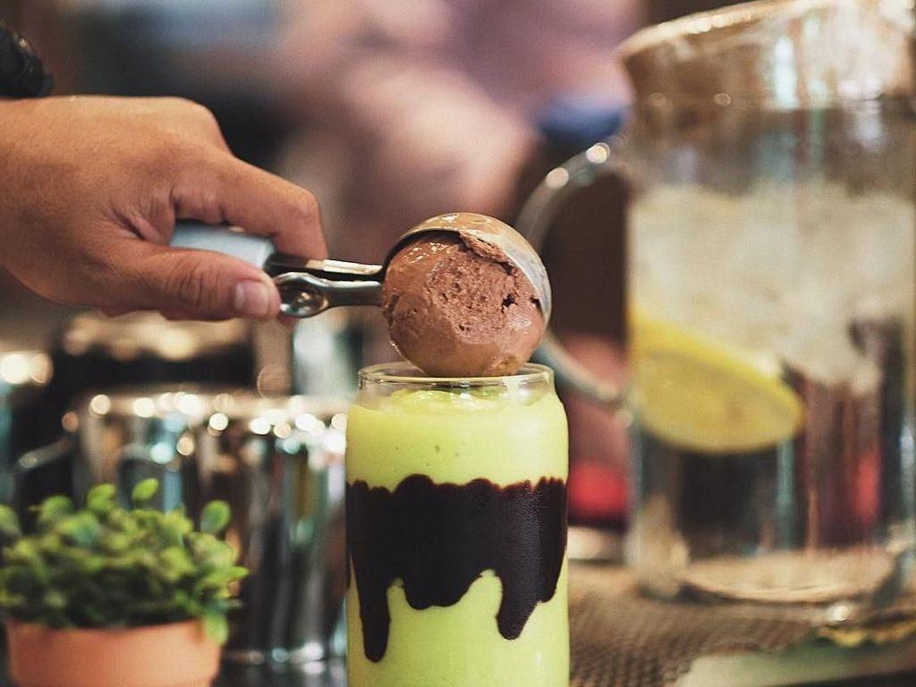 Slurpp! 5 Tempat Ini Punya Avocado Coffee yang Manis Creamy