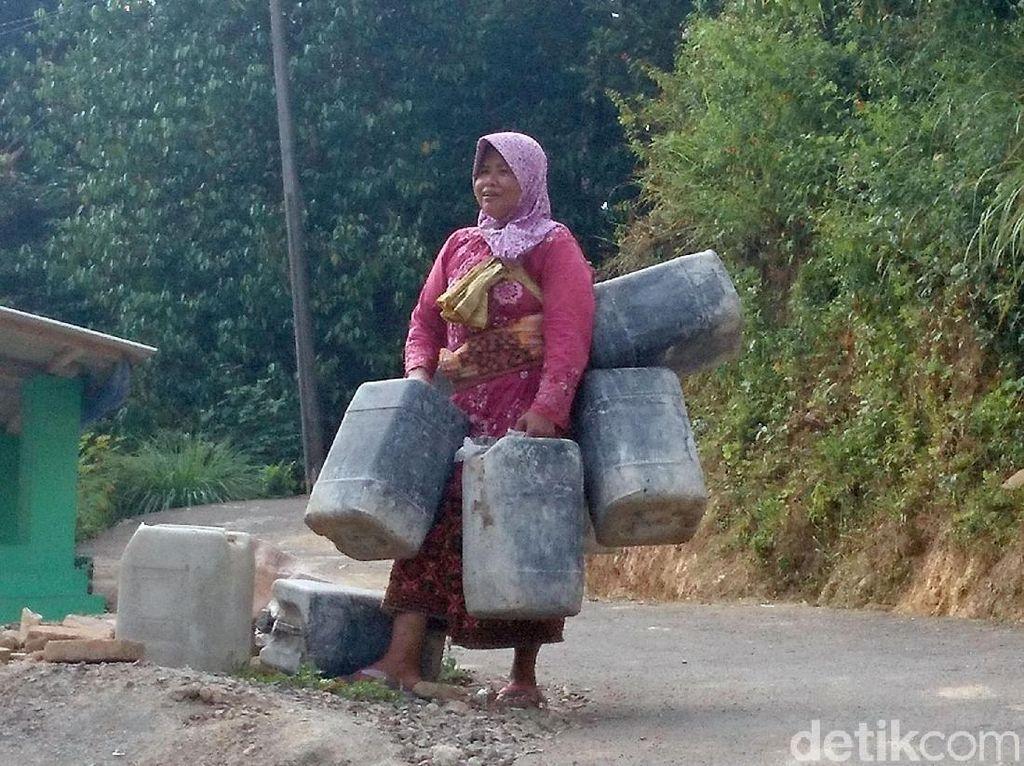 Potret Perjuangan Warga Cilegon Demi Mendapatkan Air Bersih