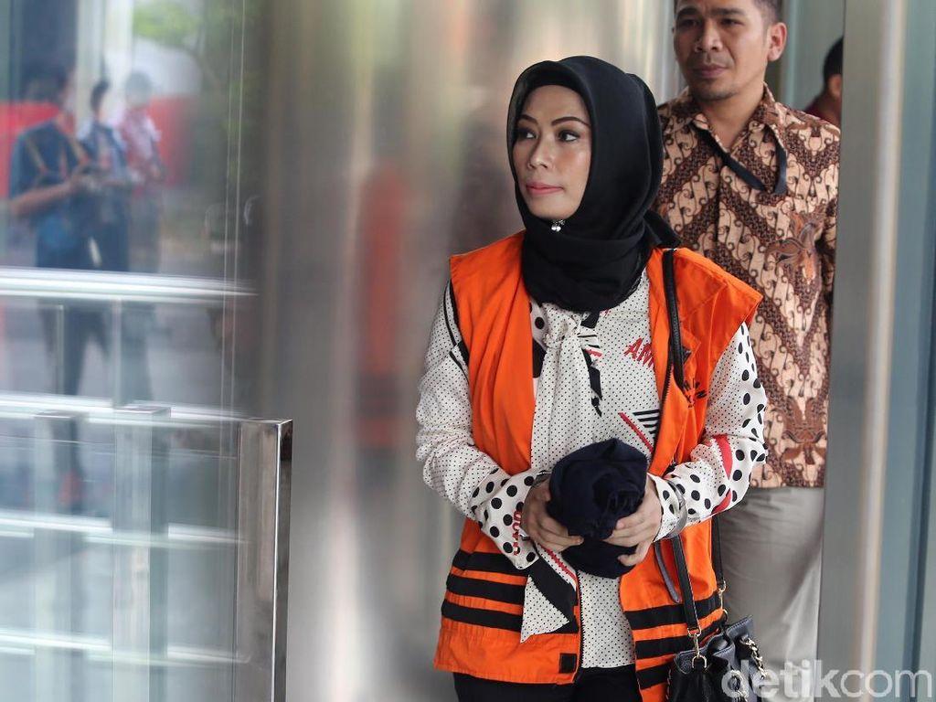 Terdakwa Asty Beberkan Pemberian Uang ke Bowo Sidik