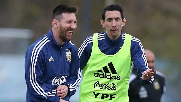 Soccer Football - Copa America - Argentina Training - Ezeiza, Buenos Aires, Argentina - May 30, 2019          Argentinas Lionel Messi and Angel Di Maria during training  REUTERS/Agustin Marcarian
