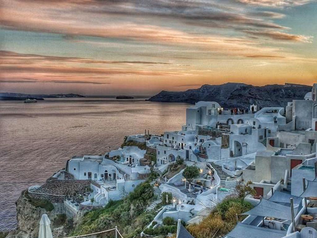 Santorini dan Mykonos Lockdown Parsial Terapkan Jam Malam