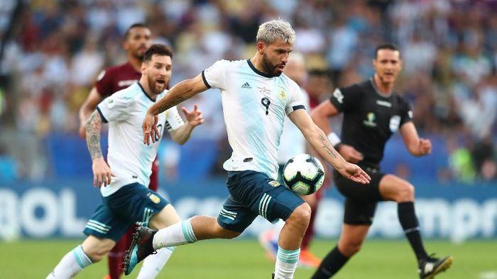 Lionel Scaloni memastikan Sergio Aguero akan menjadi starter di laga Argentina vs Brasil (Foto: Pilar Olivares/Reuters)
