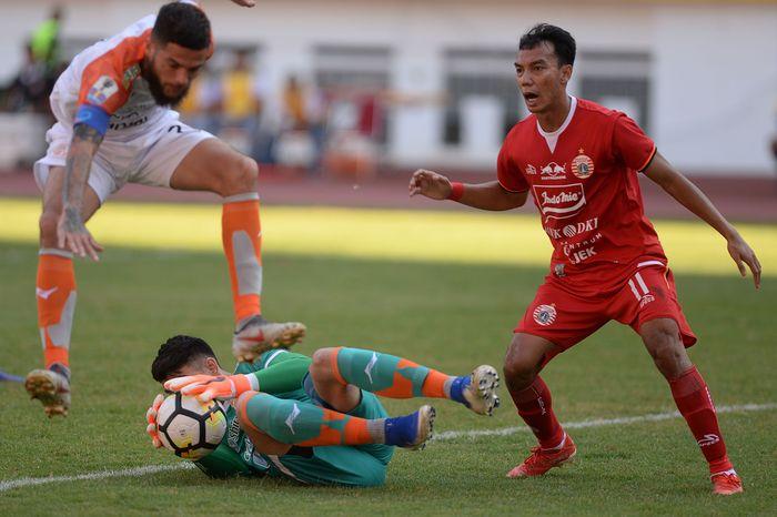 Bermain di Stadion Wibawa Mukti, Cikarang, Sabtu (29/6/2019) sore WIB, Persija yang bertindak sebagai tuan rumah bermain menyerang sejak menit awal dan tak memberikan kesempatan Borneo FC mengembangkan permainan. ANTARA FOTO/M Risyal Hidayat.