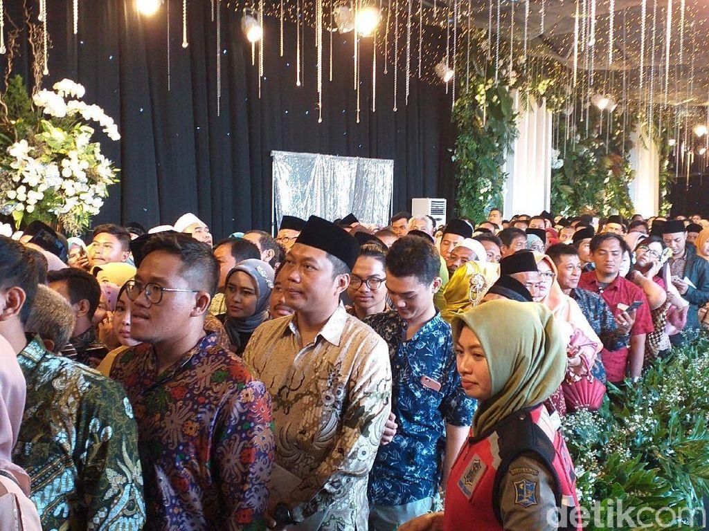 Resepsi Pernikahan Anak Khofifah Dihadiri Ribuan Tamu, Ada yang Pingsan