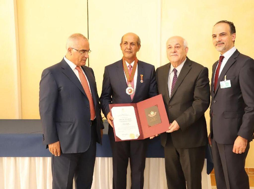 Presiden Palestina Anugerahkan Bintang Kehormatan untuk Dubes Hasan Kleib