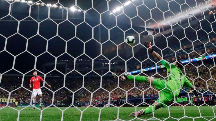 Chile menang adu penalti atas Kolombia. (Foto: Ueslei Marcelino/REUTERS)