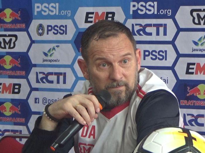 konferensi pers Madura United