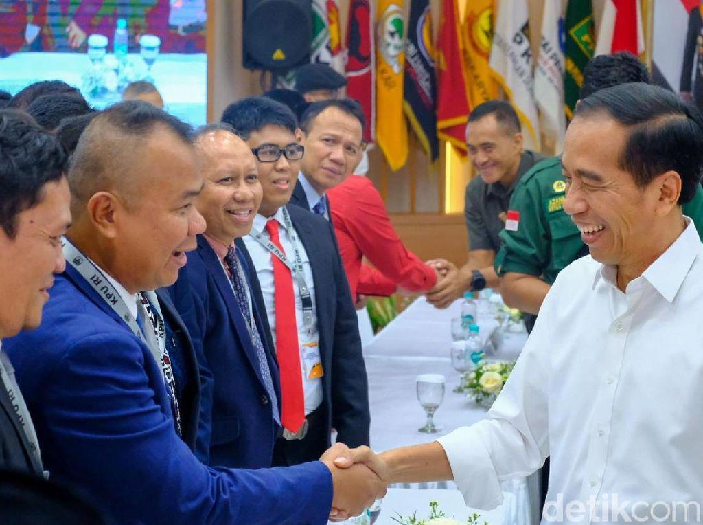 Momen Jokowi-Tim Prabowo Penuh Tawa Bersalaman Usai Pleno KPU