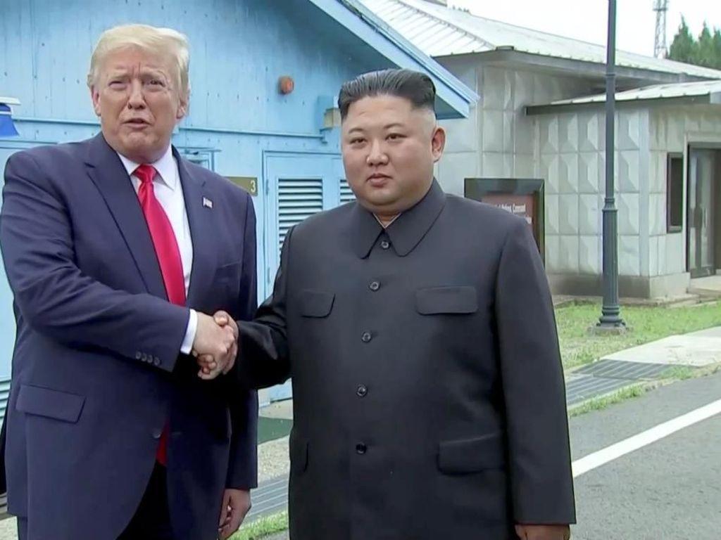Korut Puji Pertemuan Bersejarah Kim Jong-Un dan Trump di DMZ