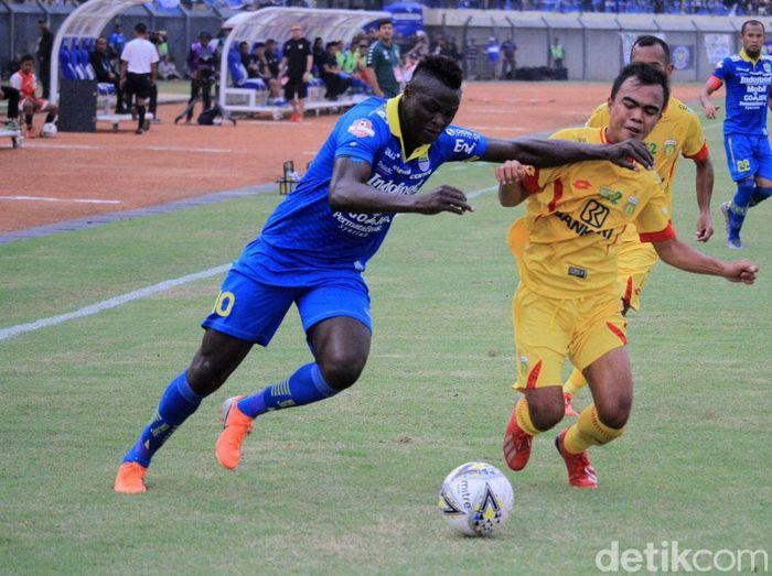 Persib Bandung masih kalah head to head dari Bhayangkara FC. (Foto: Wisma Putra/detikcom)