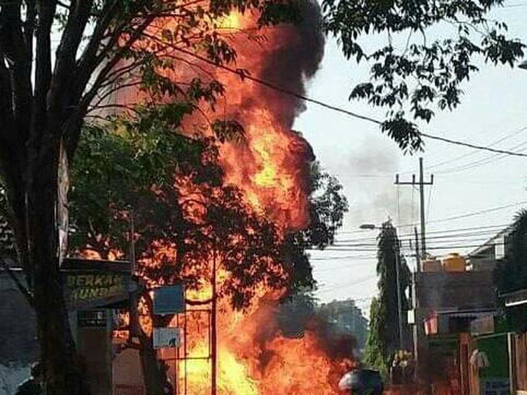 SPBU Mini di Sidoarjo Terbakar dan Meledak