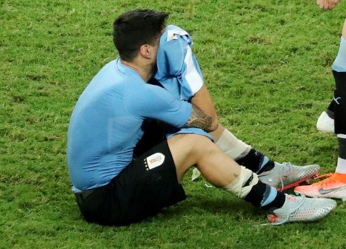 Suarez sangat terpukul dengan hasil ini. Sergio Moraes/Reuters.