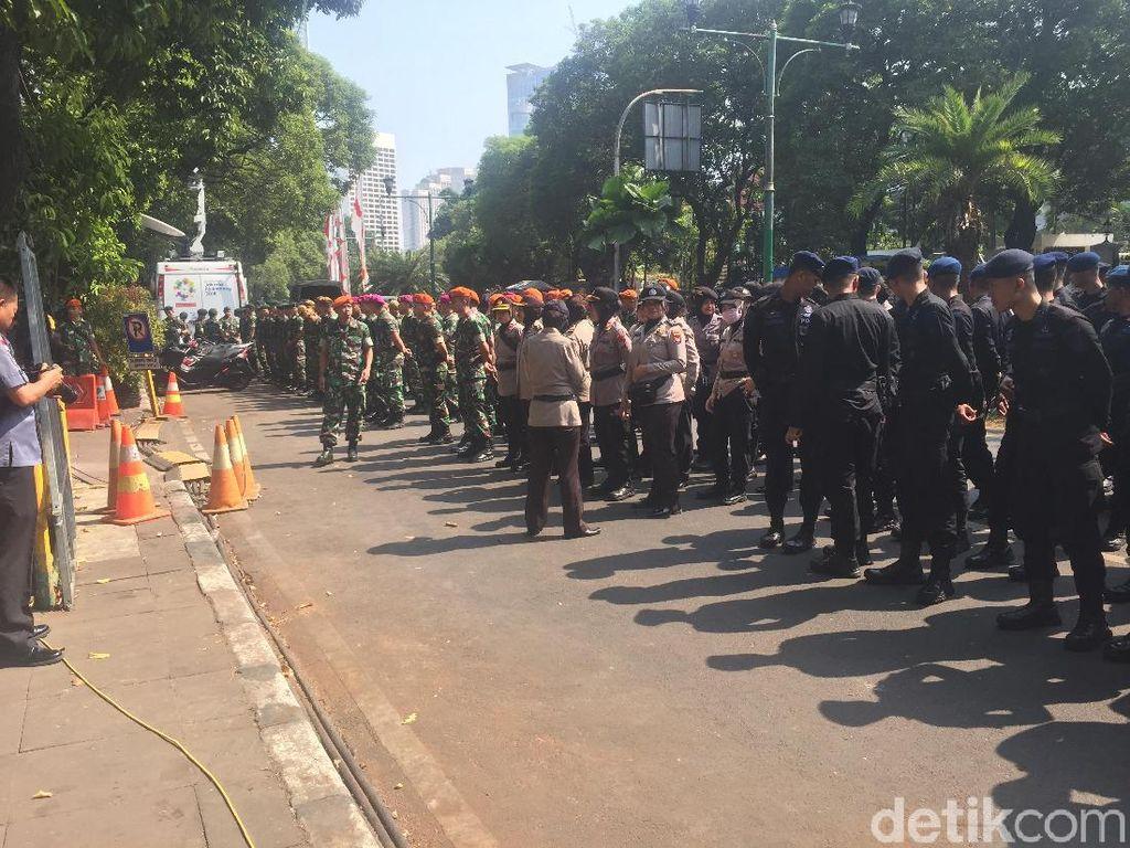 TNI-Polri Apel Pengamanan Jelang Penetapan Presiden Terpilih di KPU