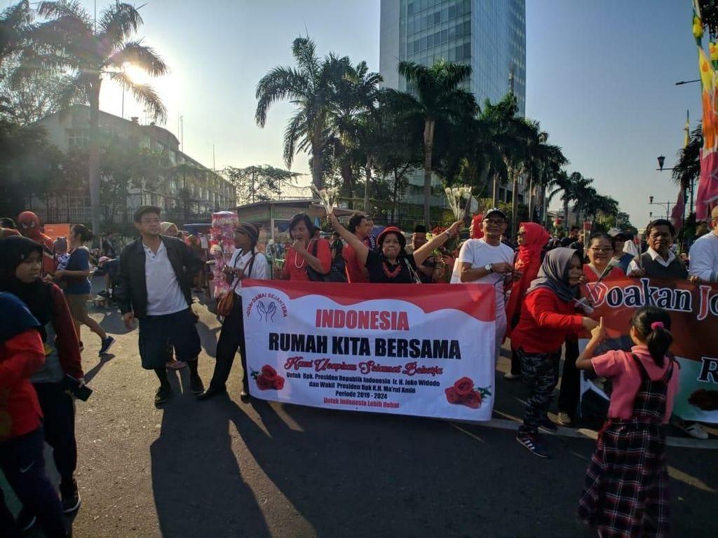 Gelar Aksi 1.000 Bunga di CFD, Relawan Jokowi Ingin Indonesia Damai