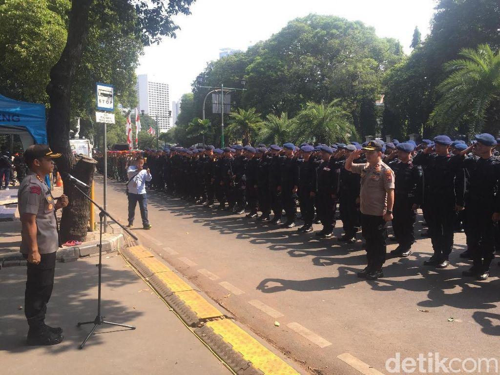 Polisi Filter Pengunjung KPU Saat Penetapan Presiden Terpilih