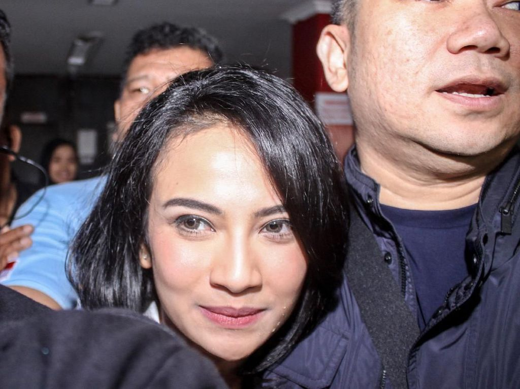 Rayakan Kebebasan, Vanessa Angel Kini Berponi dan Lebih Fresh