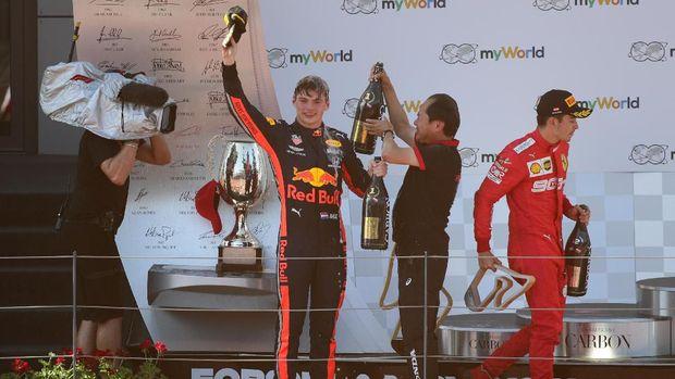 Charles Leclerc meninggalkan podium lebih cepat.