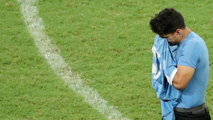 Luis Suarez gagal mengeksekusi penalti, yang berbuntut kegagalan untuk Uruguay di Copa America 2019. (Foto: Sergio Moraes/Reuters)