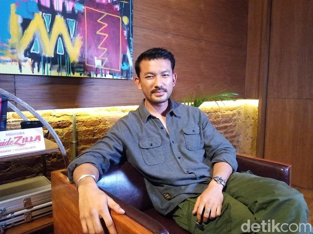 Tak Hanya Jadi Aktor Film, Rio Dewanto Ingin Juga Main Teater