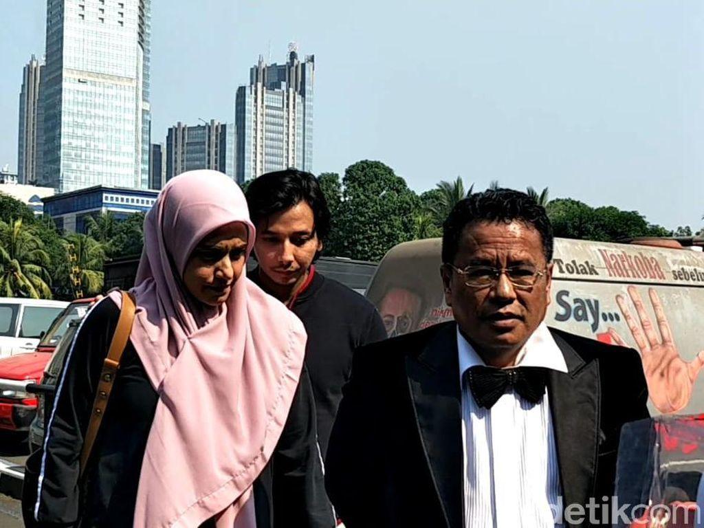 Laporkan Galih Ginanjar, Fairuz A Rafiq Sambangi Polda Metro Jaya
