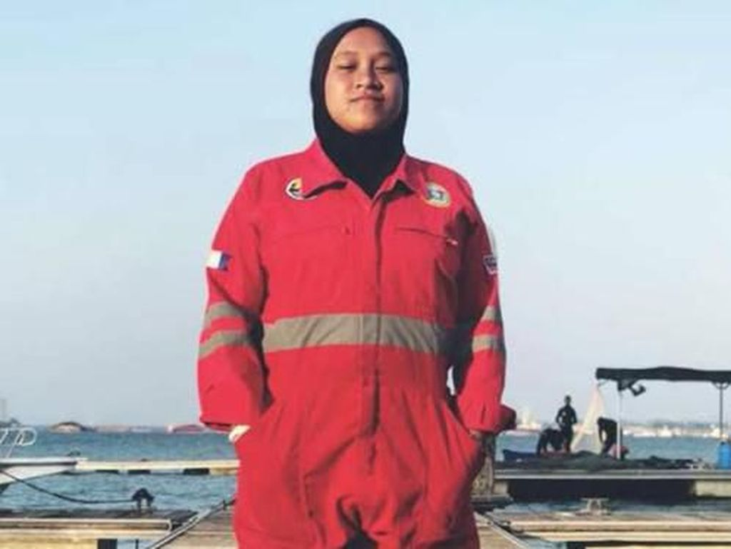 Ini Nur Izzati, Hijabers Tukang Las Bawah Laut Wanita Pertama di Malaysia