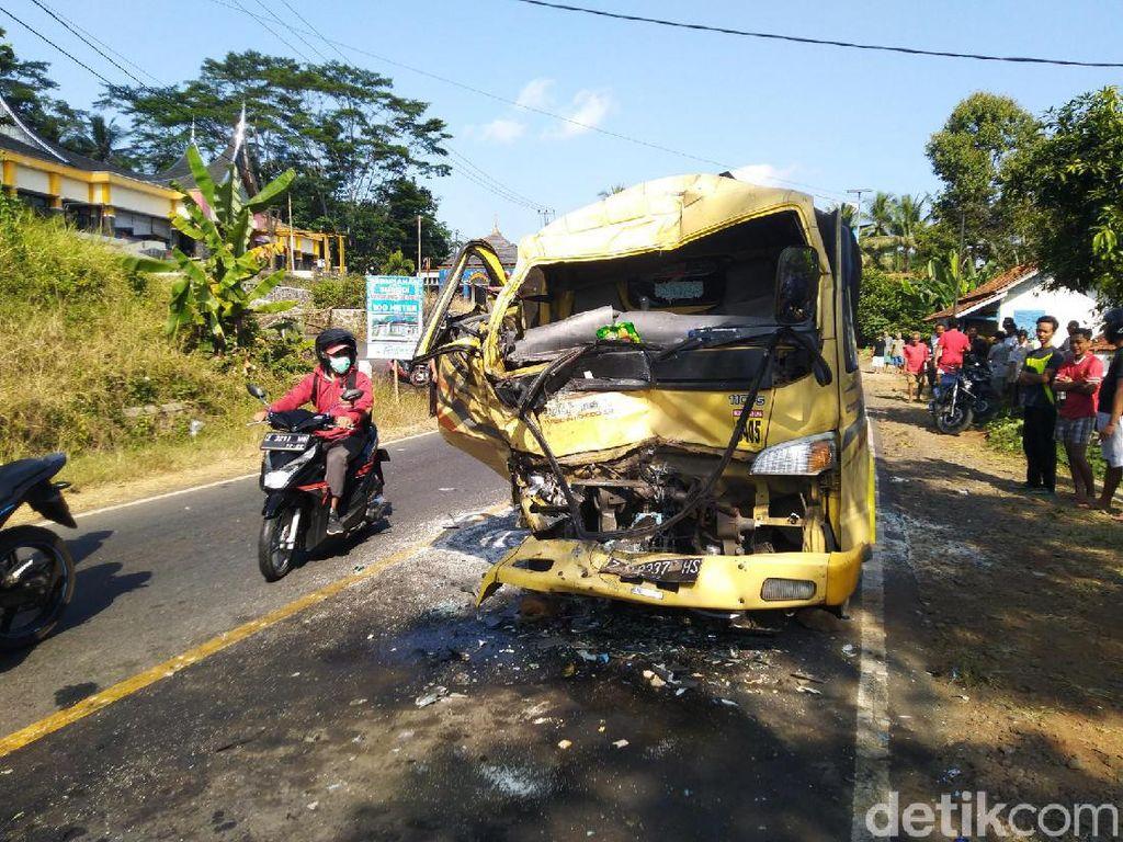 Ditabrak Bus Ugal-ugalan, Sopir Truk Meninggal di RSUD Banjar
