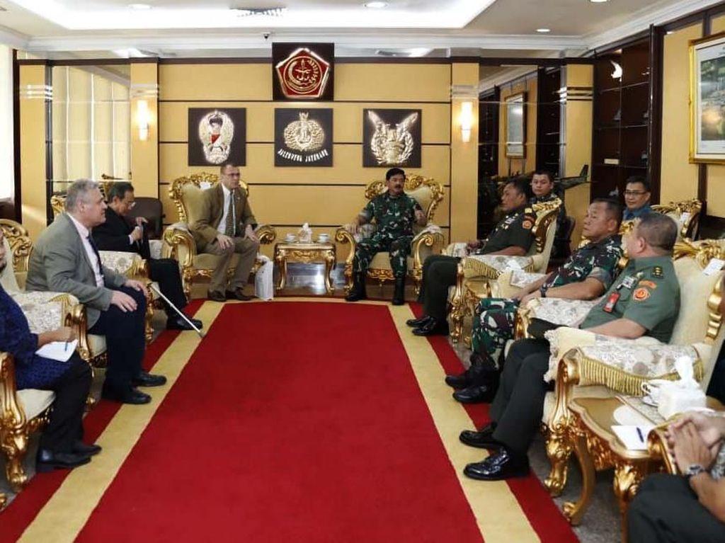 Panglima TNI Terima Ketua Delegasi ICRC Indonesia dan Timor Leste