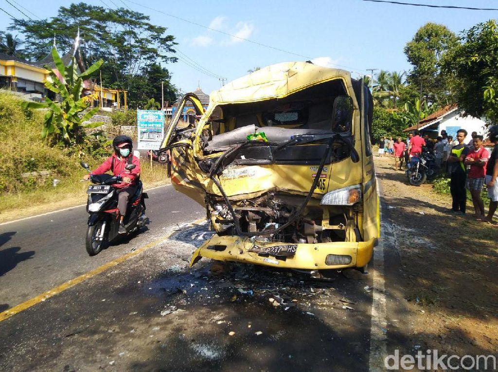 Begini Kondisi Truk dan Bus yang Adu Banteng di Ciamis