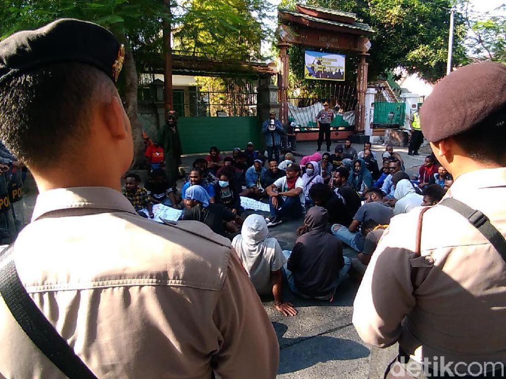 Mahasiswa Papua di Surabaya Tuntut Kemerdekaan