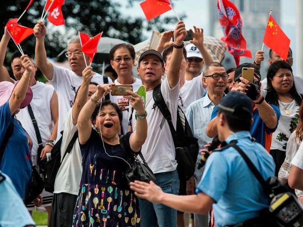 Dukung Polisi, Demonstran Pro-Beijing Gelar Unjuk Rasa di Hong Kong