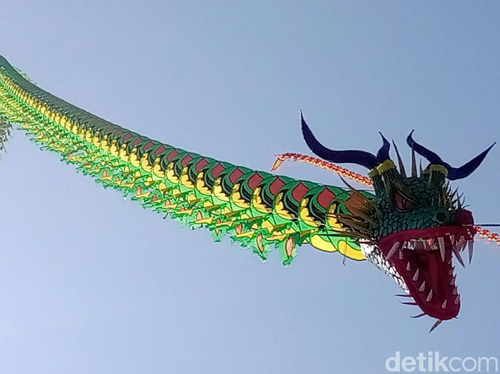 Layang-layang Naga hingga Keris Hiasi Langit Purworejo