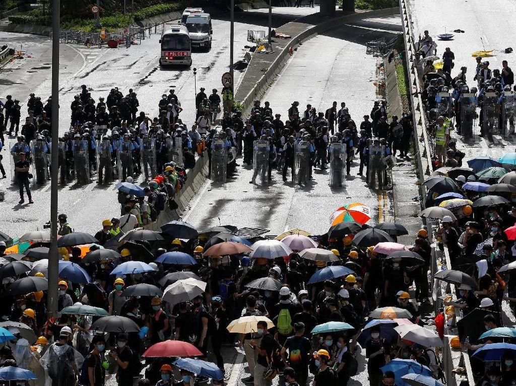 Aksi Protes Warnai Hari Pengembalian Hong Kong ke China