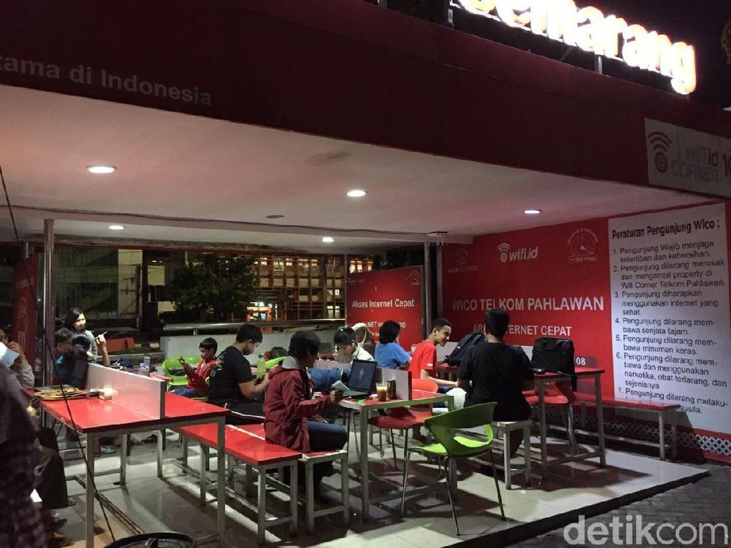 Perjuangan Orangtua di Semarang Berburu Wifi Tengah Malam Demi PPDB