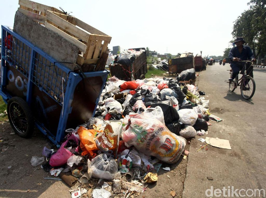 Duh, Sampah Berceceran di Pinggir Jalan Sunter