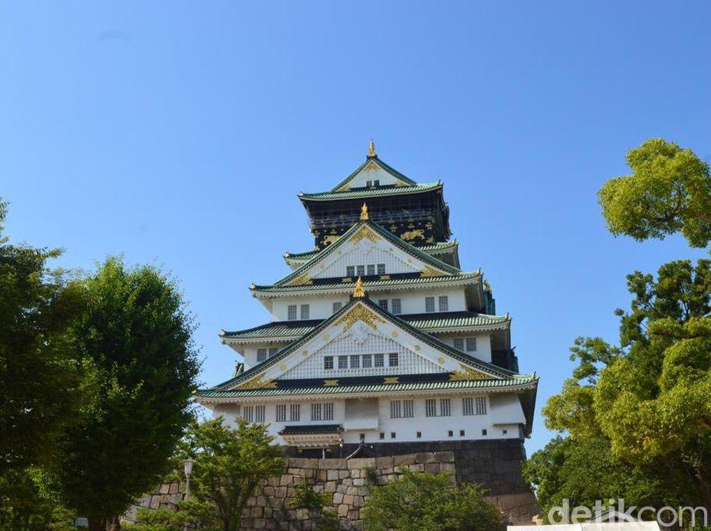 Istana Kuno di Jantung Kota Osaka
