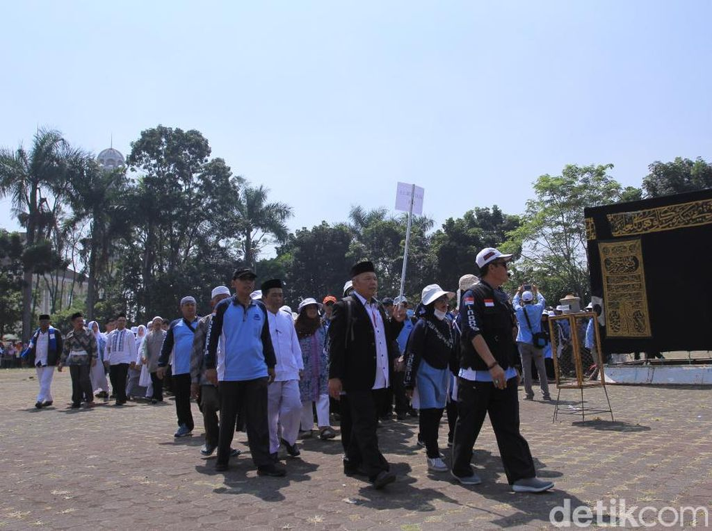 2.578 Calon Haji Asal Kabupaten Bandung Ikuti Manasik Akbar